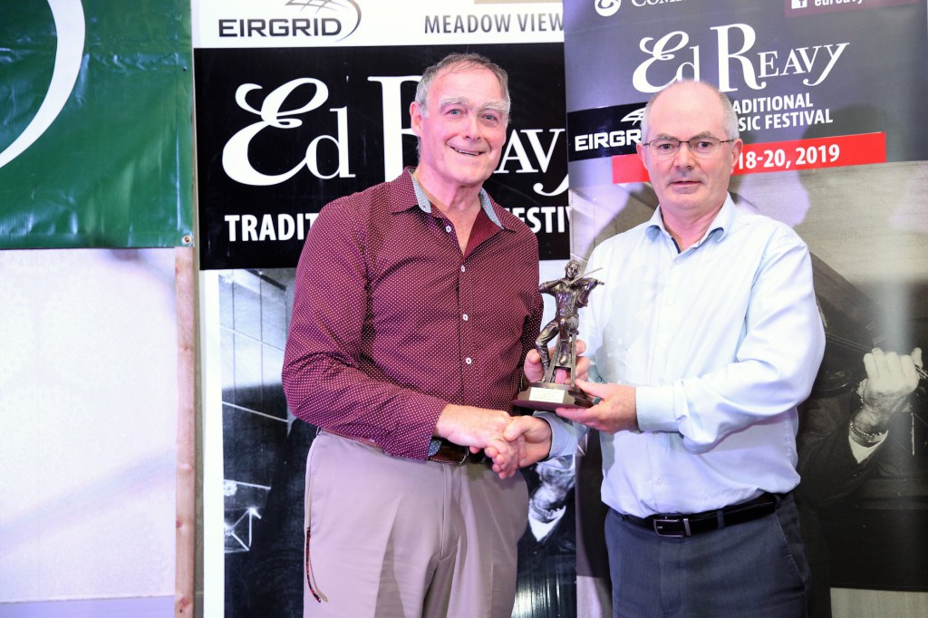 Antóin receives his Gradam award from John Daly during the Ed Reavy 2019 Festival